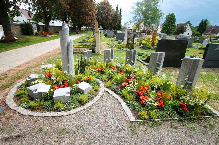 Friedhof Urnengrabanlage (c) Laureen Eggmann